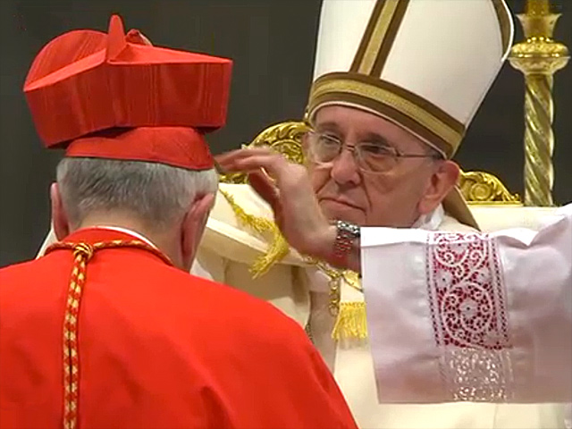 Cardinal-Vincent-Nichols-receives-his-red-biretta-from-Pope-Francis